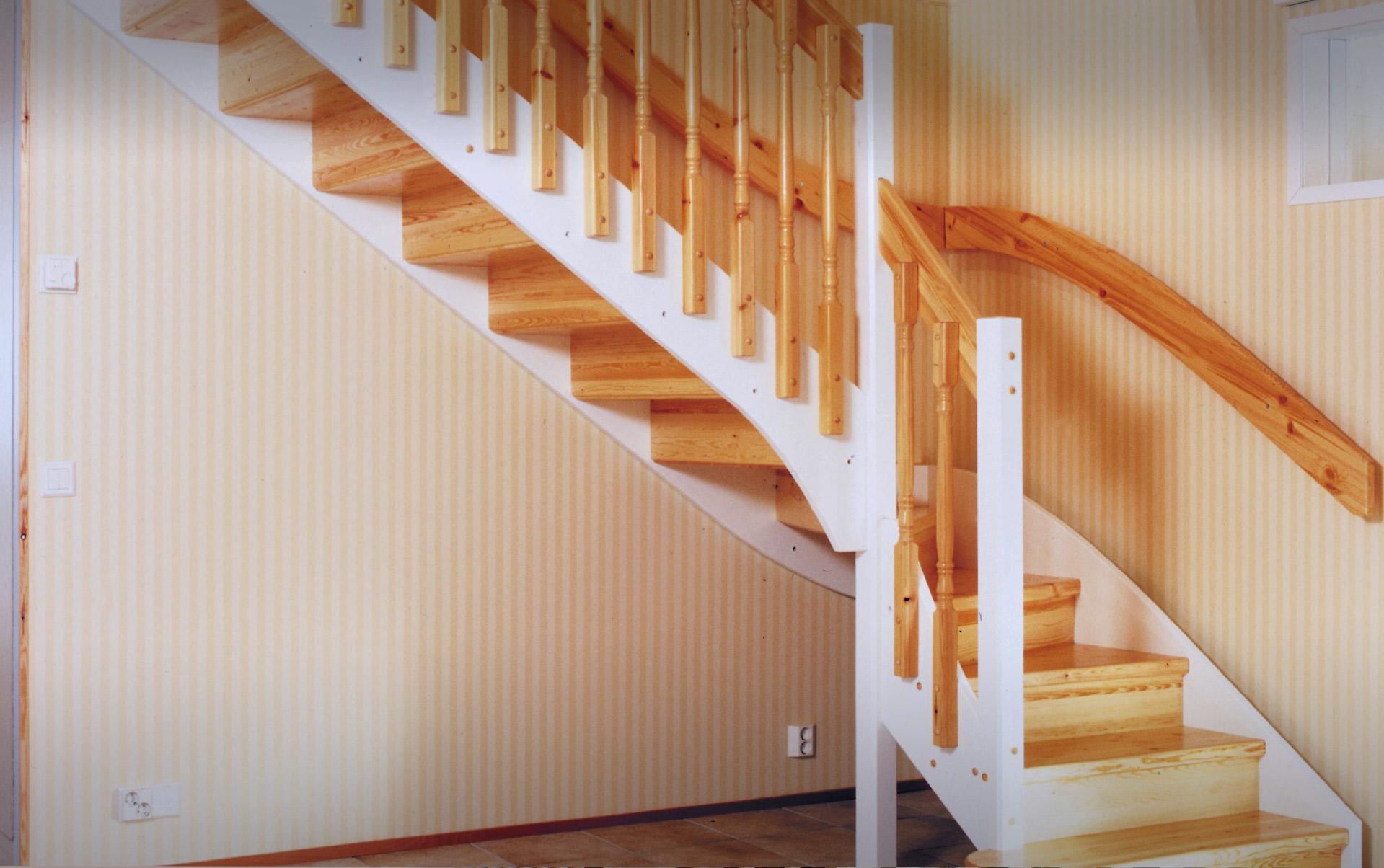 Maalaisromanttinen portaikko puukaiteella, K1 Lappiporras.