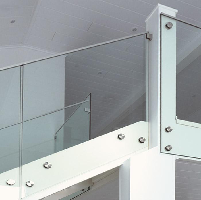 Tyylikäs ja ilmava lasikaide, Lappiporras Glass