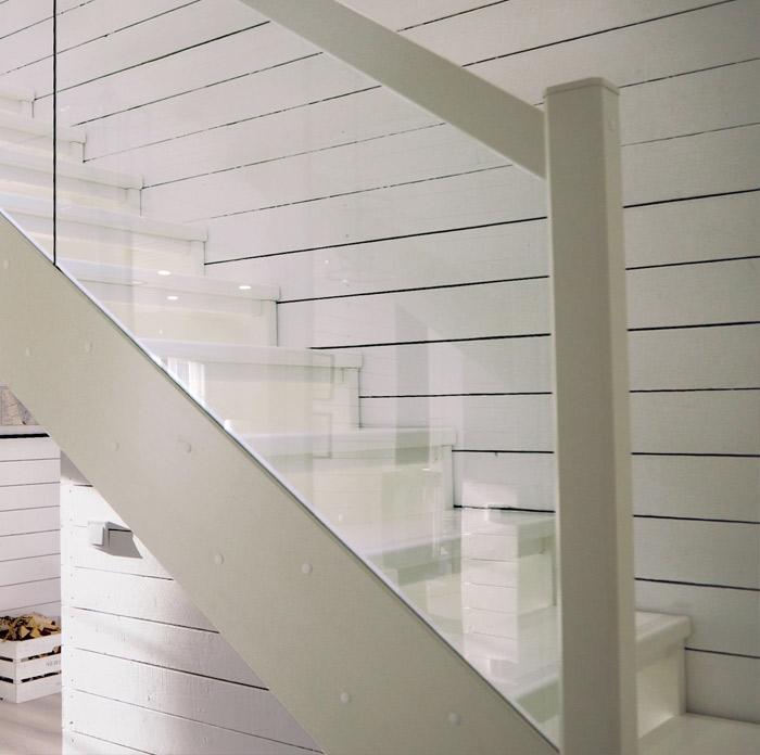 Sivujohteet portaisiin.