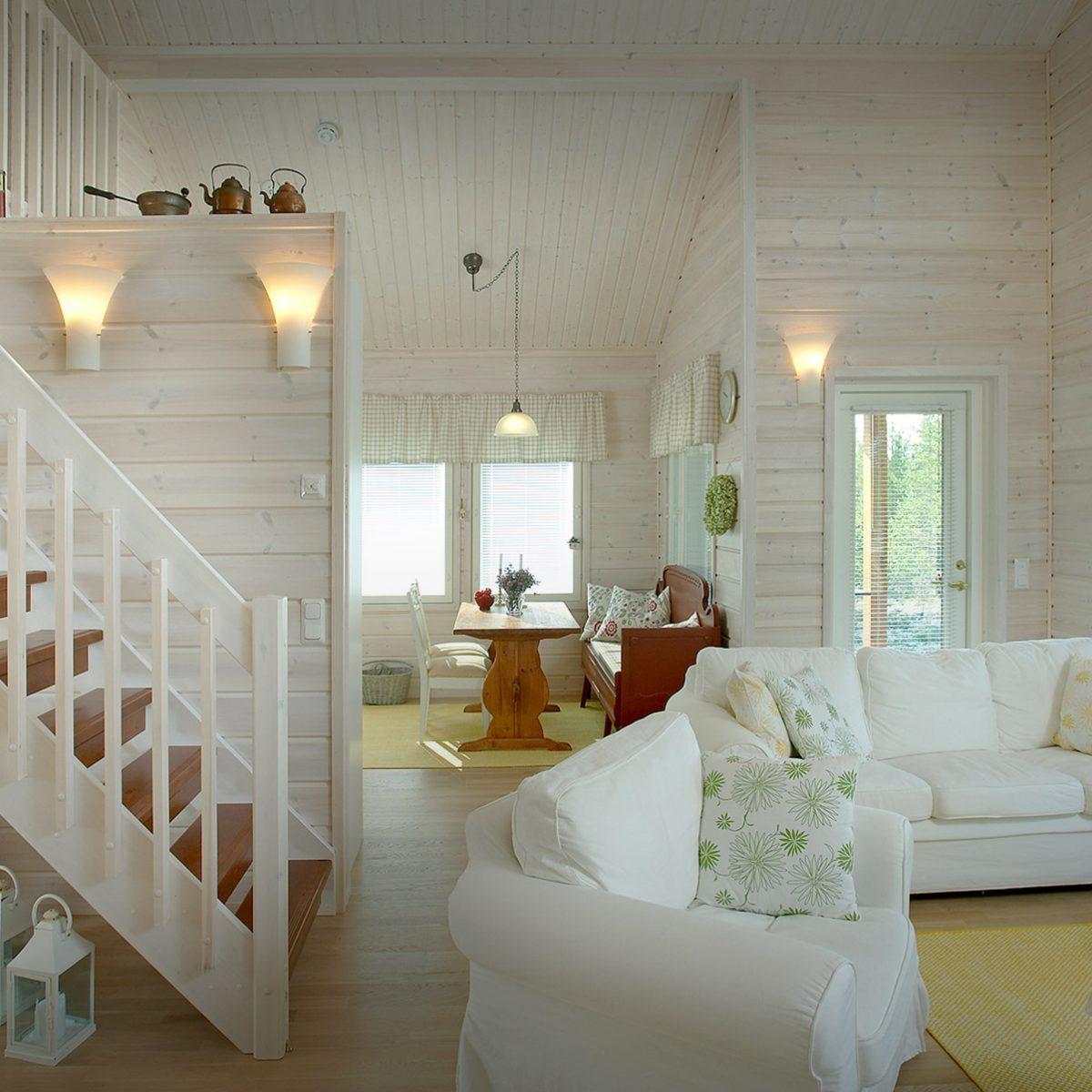 Käyttömukavat portaat vapaa-ajan asuntoon.