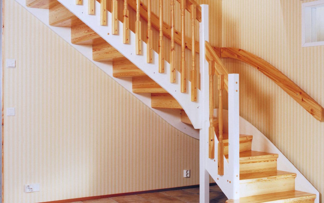 Maalaisromanttinen portaikko.